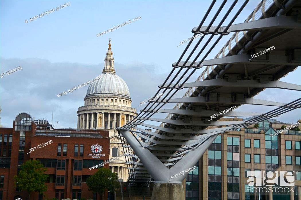 Imagen: Millenium Bridge and Saint Paul's Cathedral dome. London, England, Great Britain.