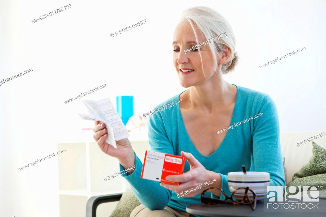 Stock Photo: ELDERLY PERSON TAKING MEDICATION.