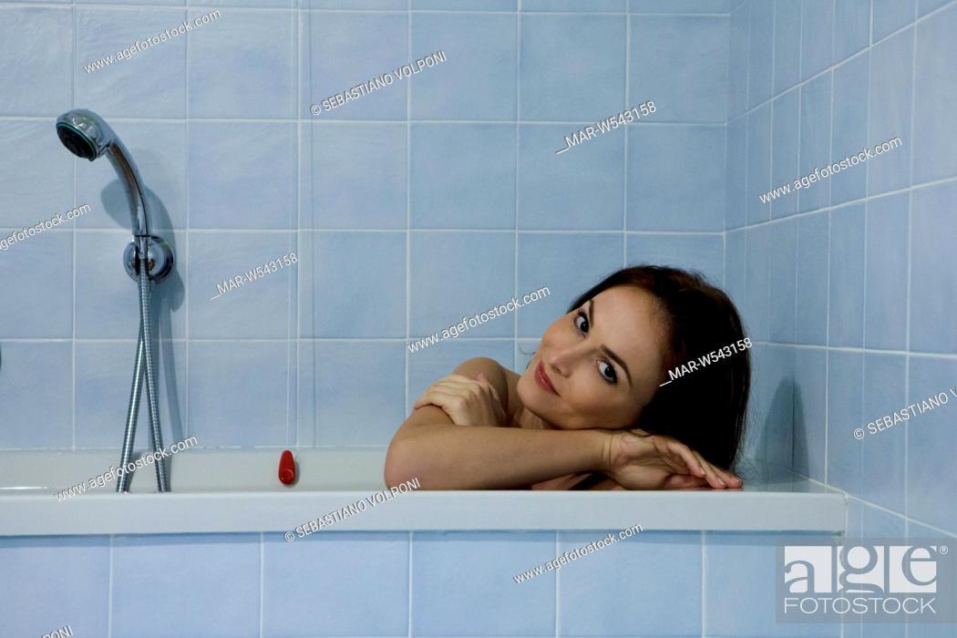 Donna Nella Vasca Da Bagno Stock Photo Picture And Rights Managed Image Pic Mar W543158 Agefotostock