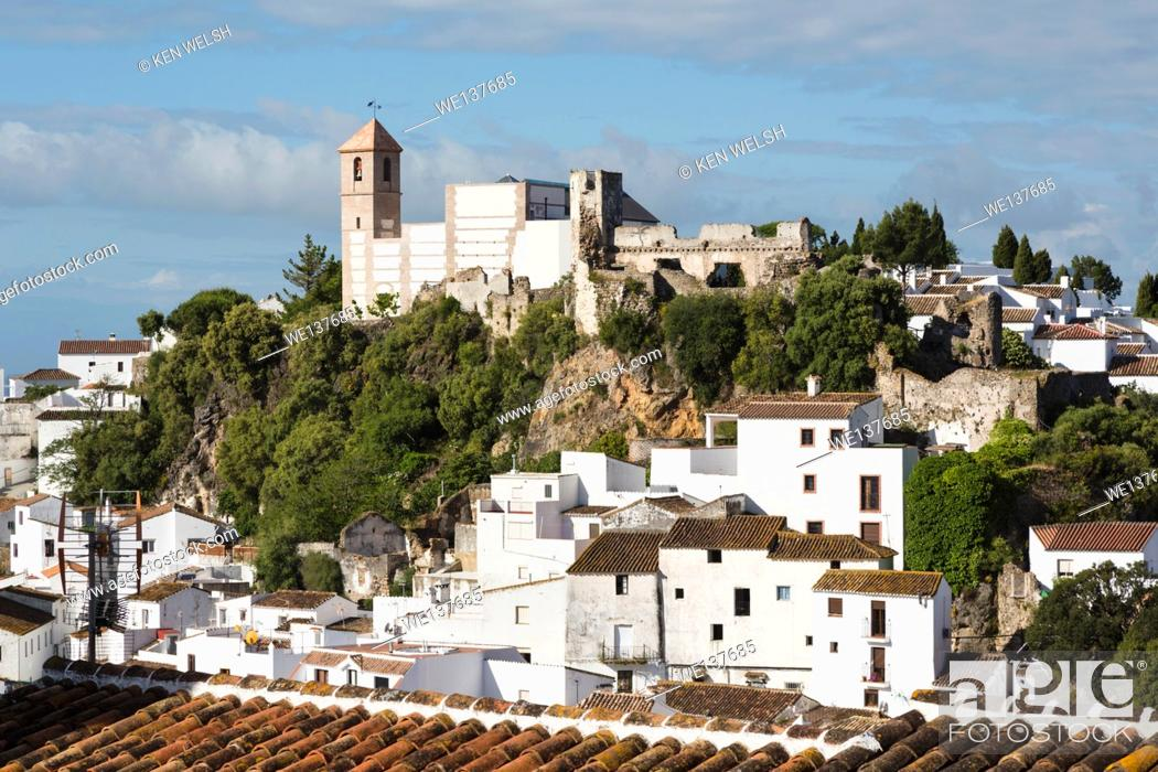 Photo de stock: Casares, Malaga Province, Andalusia, southern Spain. Typical whitewashed mountain town a short distance inland from the Costa del Sol.