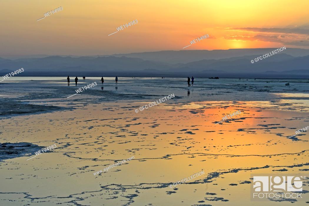 Photo de stock: Salt lake Assale at sunset near Hamadela, Danakil depression, Afar Triangle, Ethiopia.