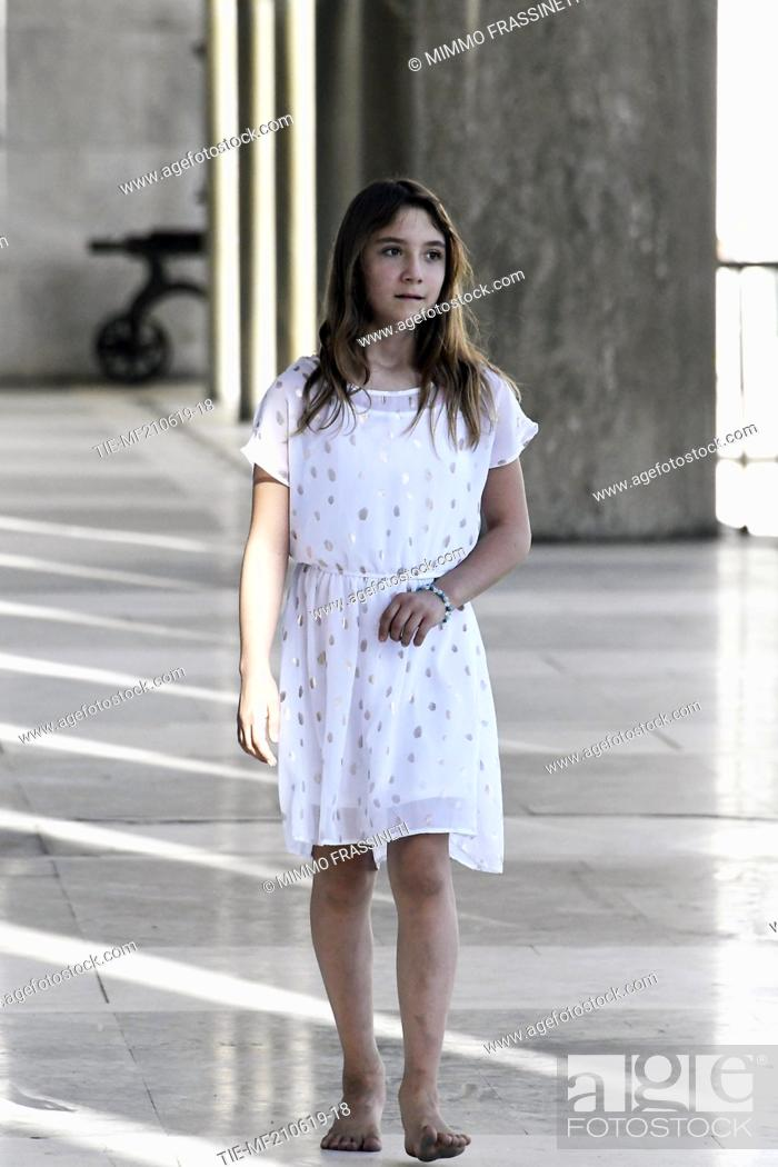 Imagen: Australian young painter (12 years old ) Aelita Andre at the Museum of Civiltà in Rome ,ITALY-20-06-2019.