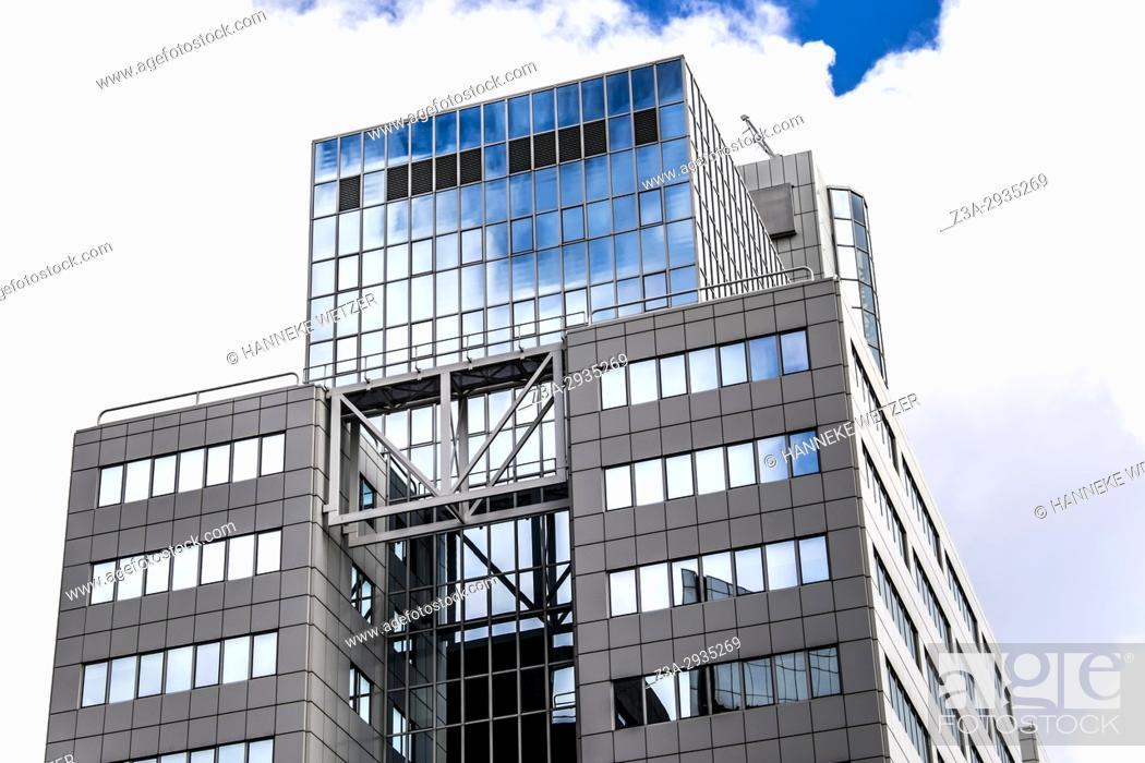 Imagen: Modern architecture in Rotterdam, the Netherlands, Europe.