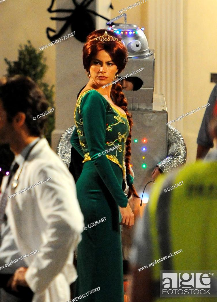 Sofia Vergara Wears A Princess Fiona From Shrek Costume On The Set Of Modern Family Filming A Stock Photo Picture And Rights Managed Image Pic Wen Wenn21737327 Agefotostock