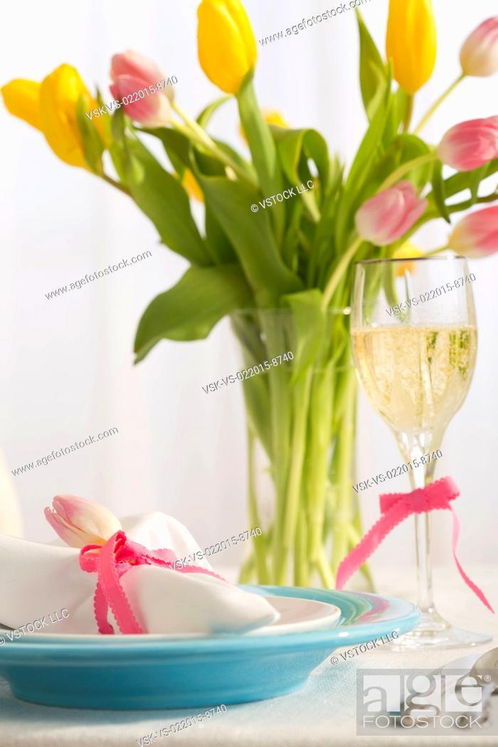 Imagen: Place setting for Easter dinner.