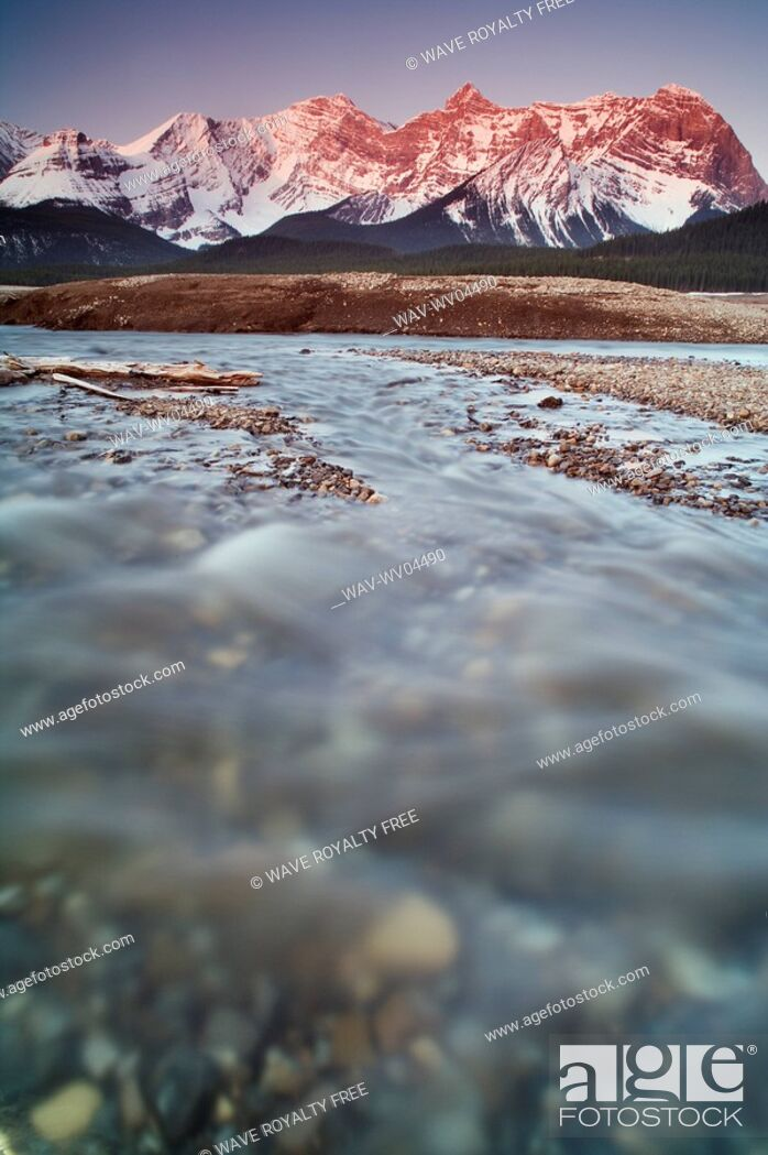 Stock Photo: Lower Kananaskis Lake - Peter Lougheed Provincial Park - Kananaskis Country, Alberta.