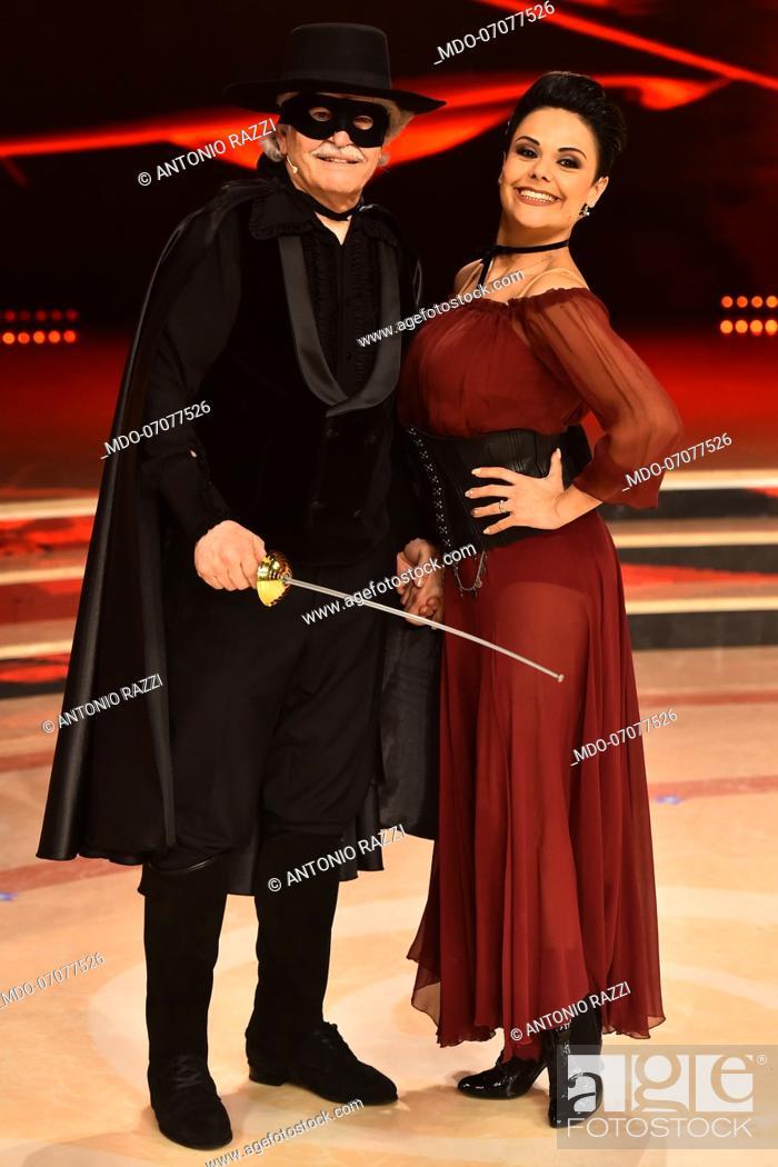 Imagen: The Italian parliamentarian Antonio Razzi with his dance teacher Ornella Boccafoschi during during the fourth episode of the show Ballando Con Le Stelle.