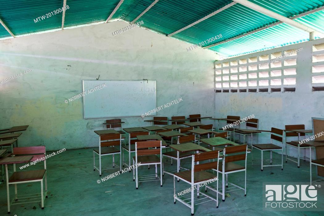 Imagen: Empty classroom in school, Orinoco Delta, Venezuela.