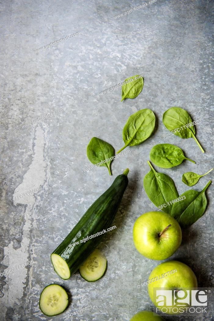 Stock Photo: Cucumber, spinach leaves and apples (seen from above).