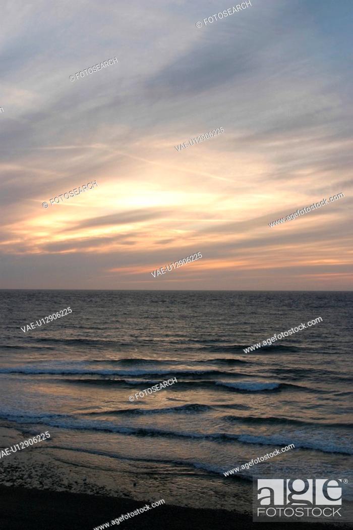 Stock Photo: waves, horizon, nature, natural, climate, season.