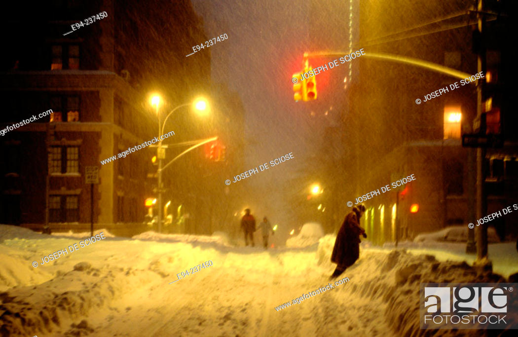 Imagen: Snow storm, street scene. New York City. USA.