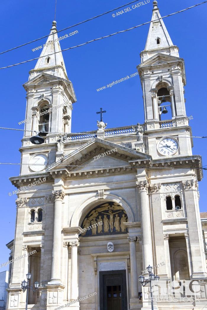 Imagen: Alberobello in Bari Puglia Italy on July 14, 2018. Parrocchia Santuario - Basilica S. S. Cosma E Damiano the parish church.