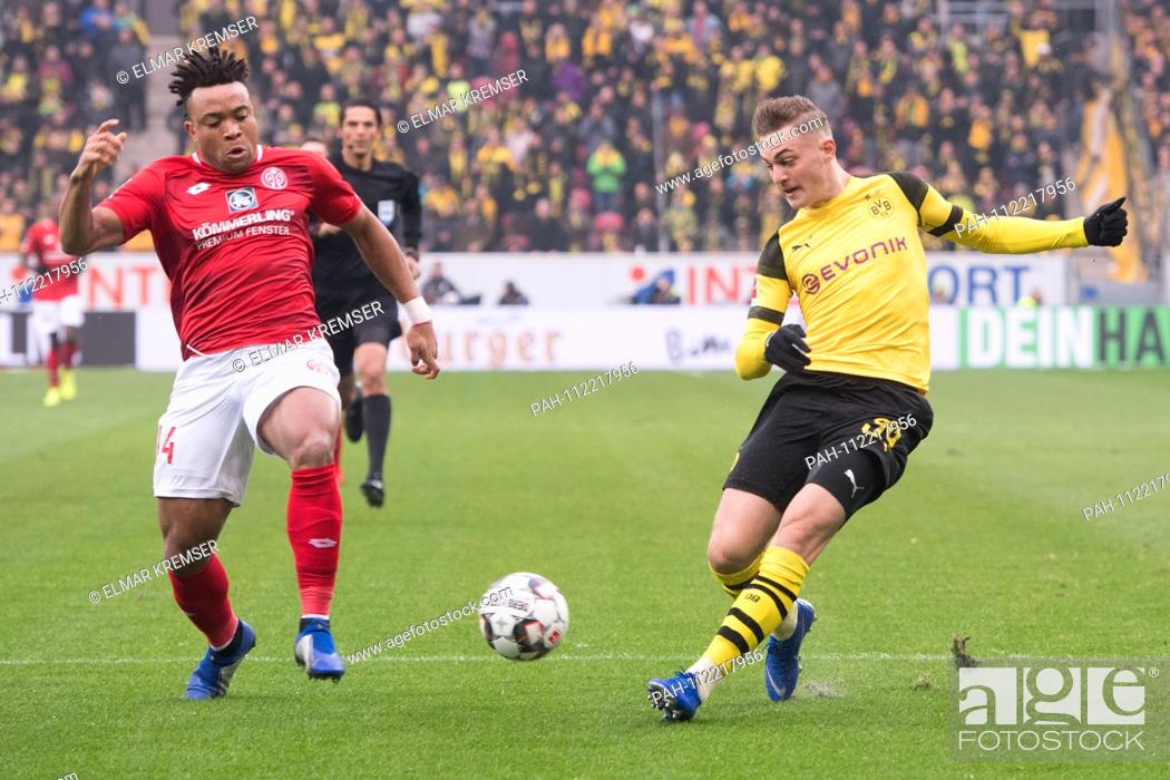 Stock Photo: Customer MALONG (left, MZ) versus Jacob BRUUN LARSEN (DO), action, duels, football 1st Bundesliga, 12th matchday, 1. FSV FSV FSV Mainz 05 (MZ) - Borussia.
