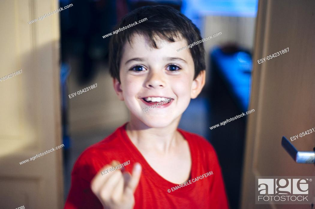 Imagen: 8 years old boy portrait. Italy.
