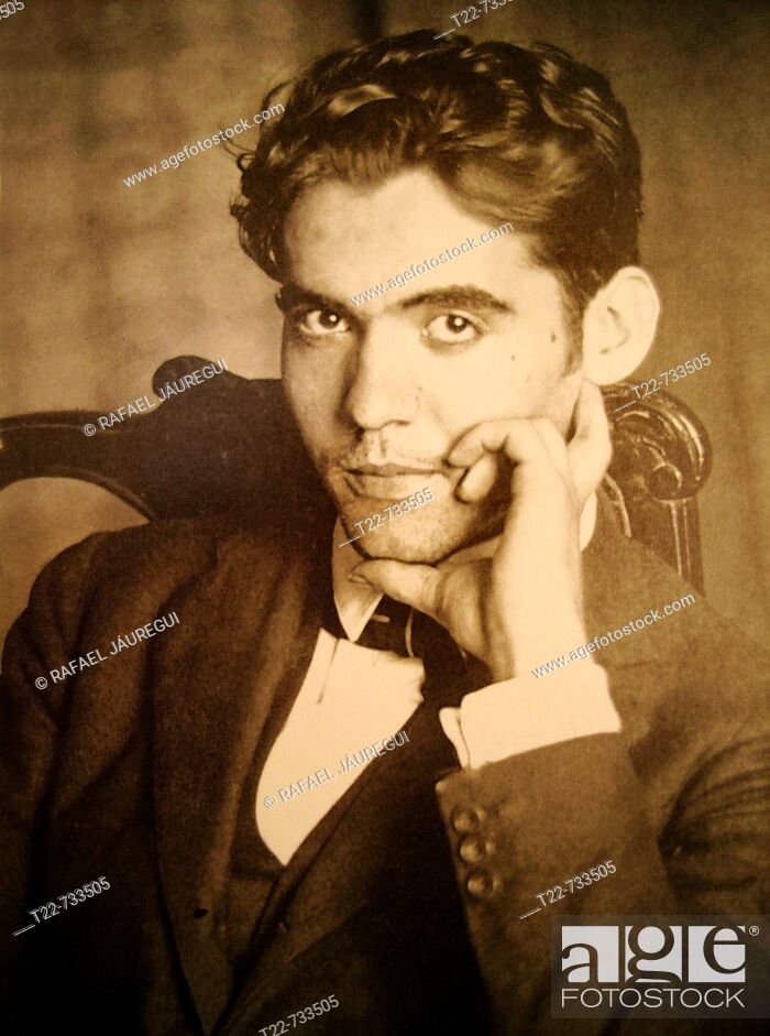 Stock Photo: Fuente Vaqueros (Granada). España. Fotografía a principios del siglo XX del poeta y dramaturgo Federico García Lorca.