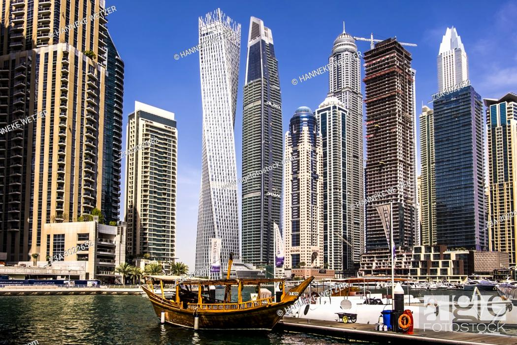 Imagen: Supertall skyscrapers at Dubai Marina, Dubai, UAE.