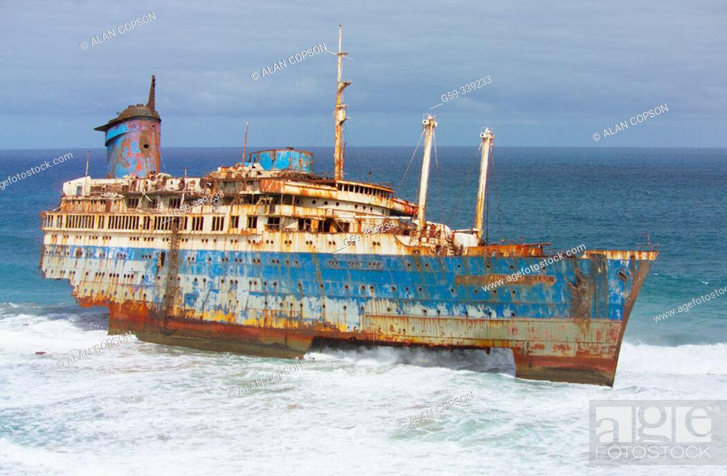 Imagen: Wreck of American Star in Garcey's beach (Wrecked in January 1994). Fuerteventura. Canary Islands. Spain.