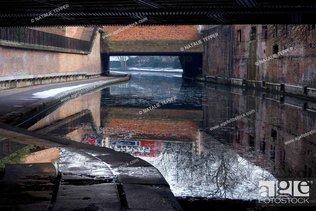 Stock Photo: Bridges and towpath on Regent's Canal.