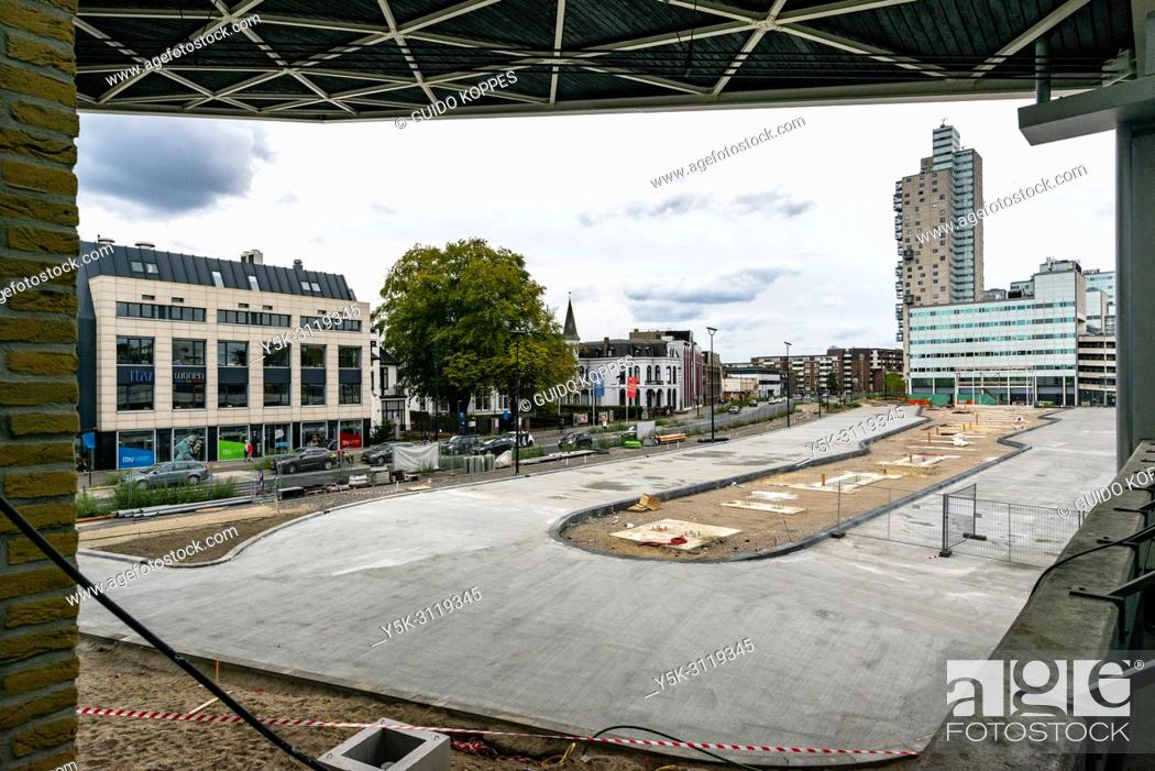Photo de stock: Tilburg, Netherlands. A newly bus terminal is being build at cetnral railway station.