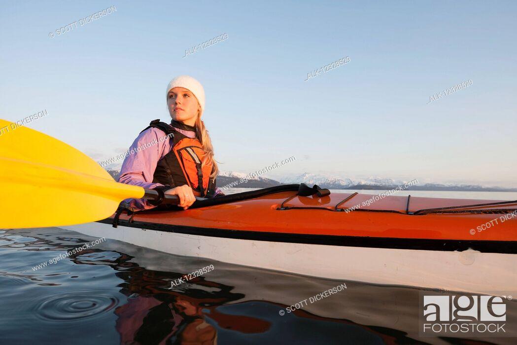 Imagen: Woman sea kayaking in Kachemak Bay, near Homer, South-central Alaska; Alaska, United States of America.