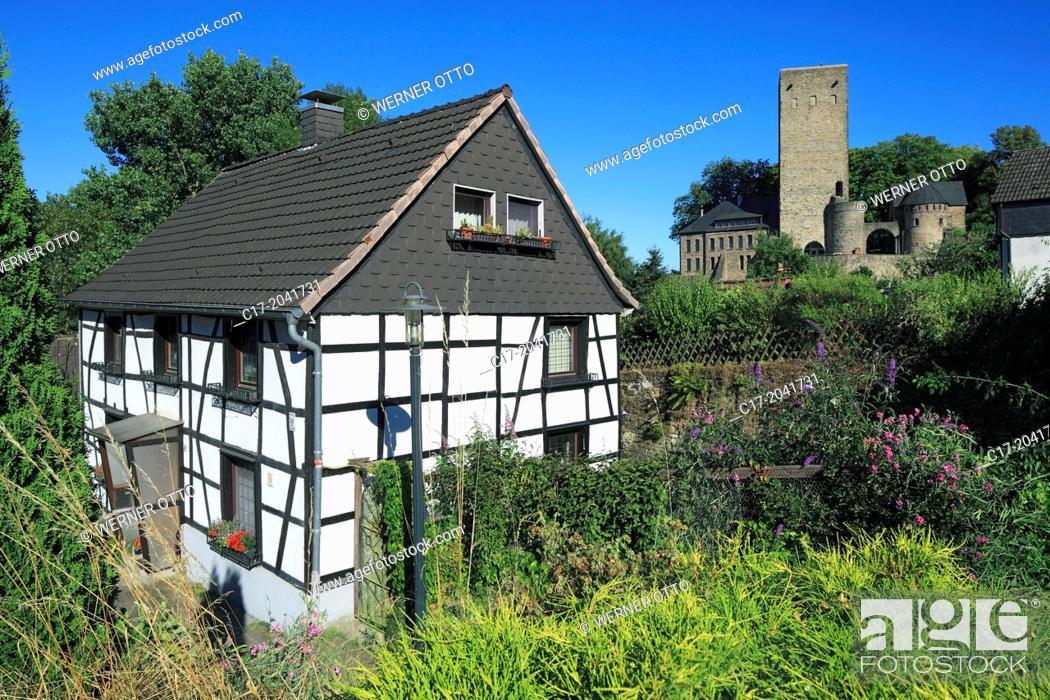 Stock Photo: Germany, Hattingen, Ruhr area, Westphalia, North Rhine-Westphalia, NRW, Hattingen-Blankenstein, half-timbered house and castle Blankenstein, ruin, rocca.