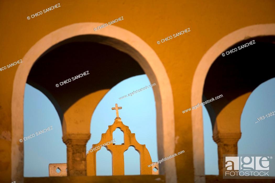 Stock Photo: San Antonio de Padua convent in Izamal village on Mexico's Yucatan peninsula, June 26, 2009.