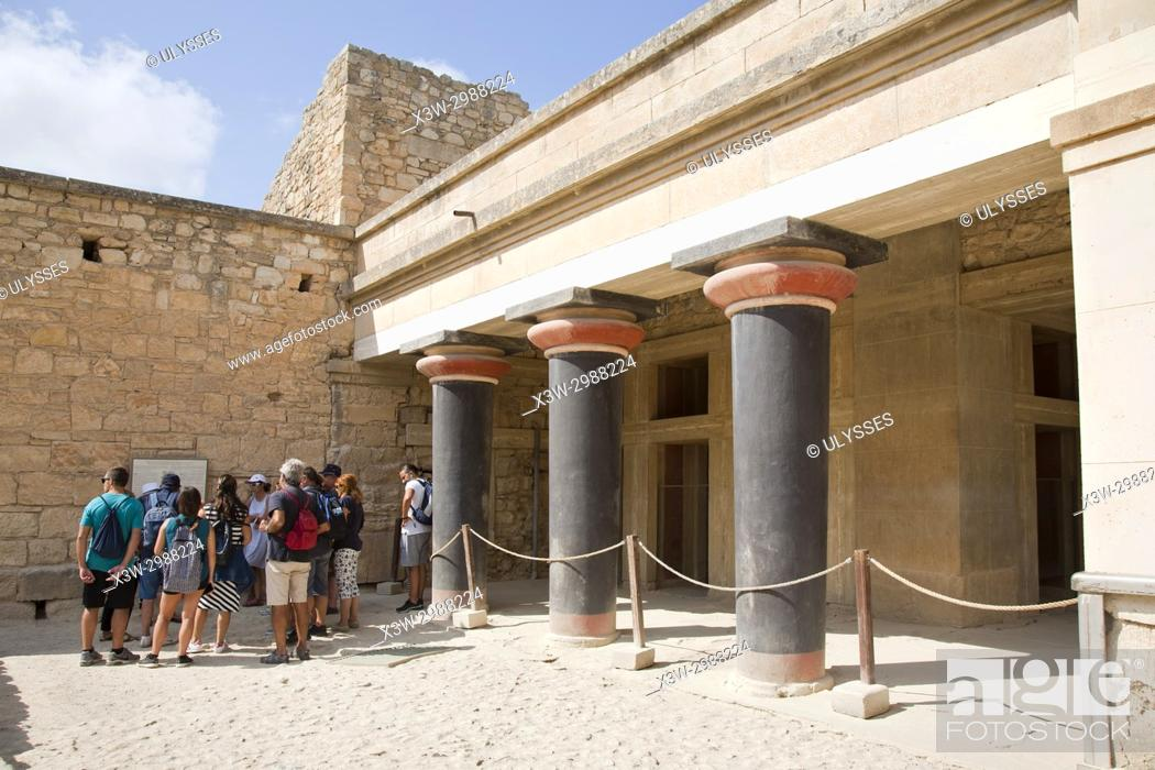 Imagen: Hall of the double axes, Knossos palace archaeological site, Crete island, Greece, Europe.