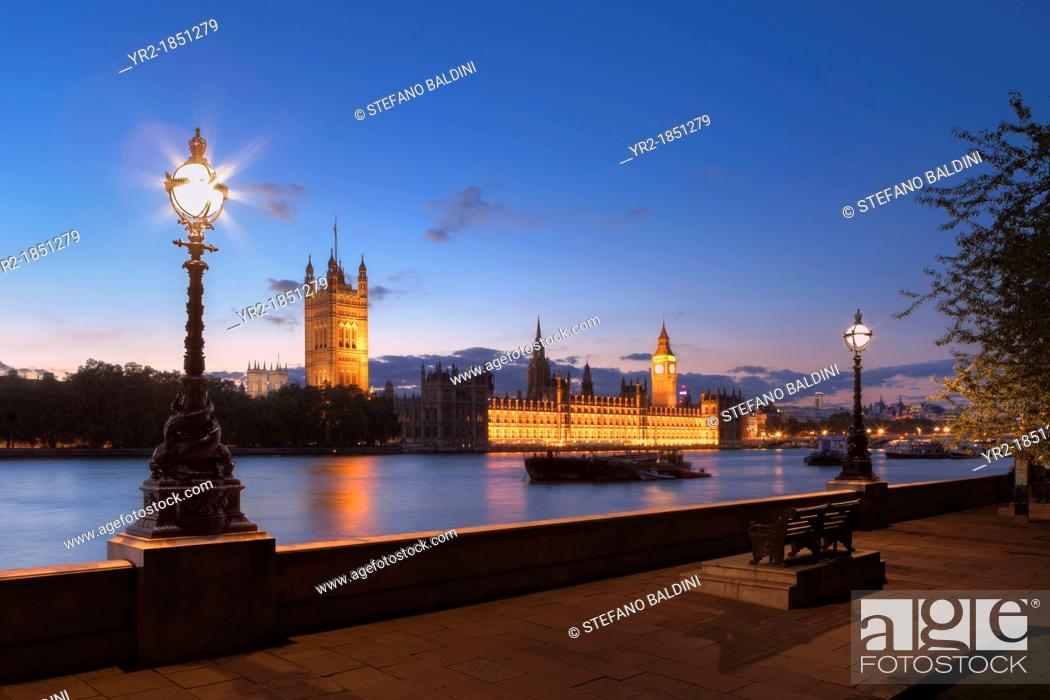 Imagen: The house of parliament at night, London, UK.