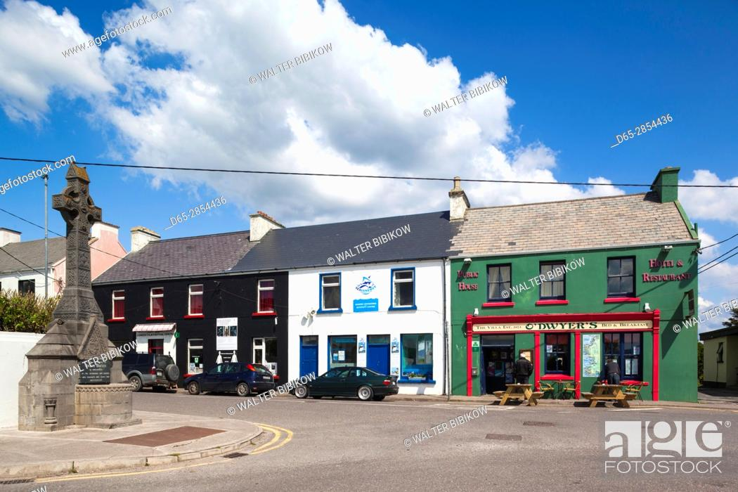 Imagen: Ireland, County Kerry, Ring of Kerry, Waterville, coastal town view.