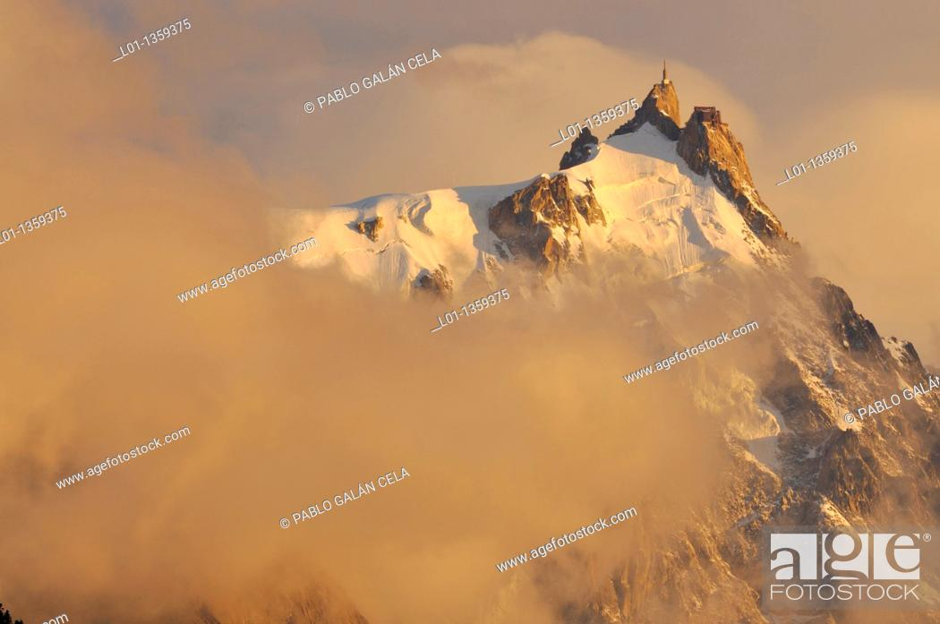 Stock Photo: Cumbre de la Aiguille du Midi 3800 m, región del Mont Blanc, Alpes franceses.