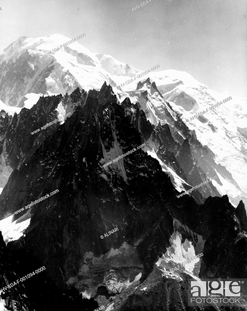 Imagen: Snow-capped peak of Les Grand Montets, the French side of Mont Blanc, shot 1950-1960 by Stanimirovitch, Dušan.