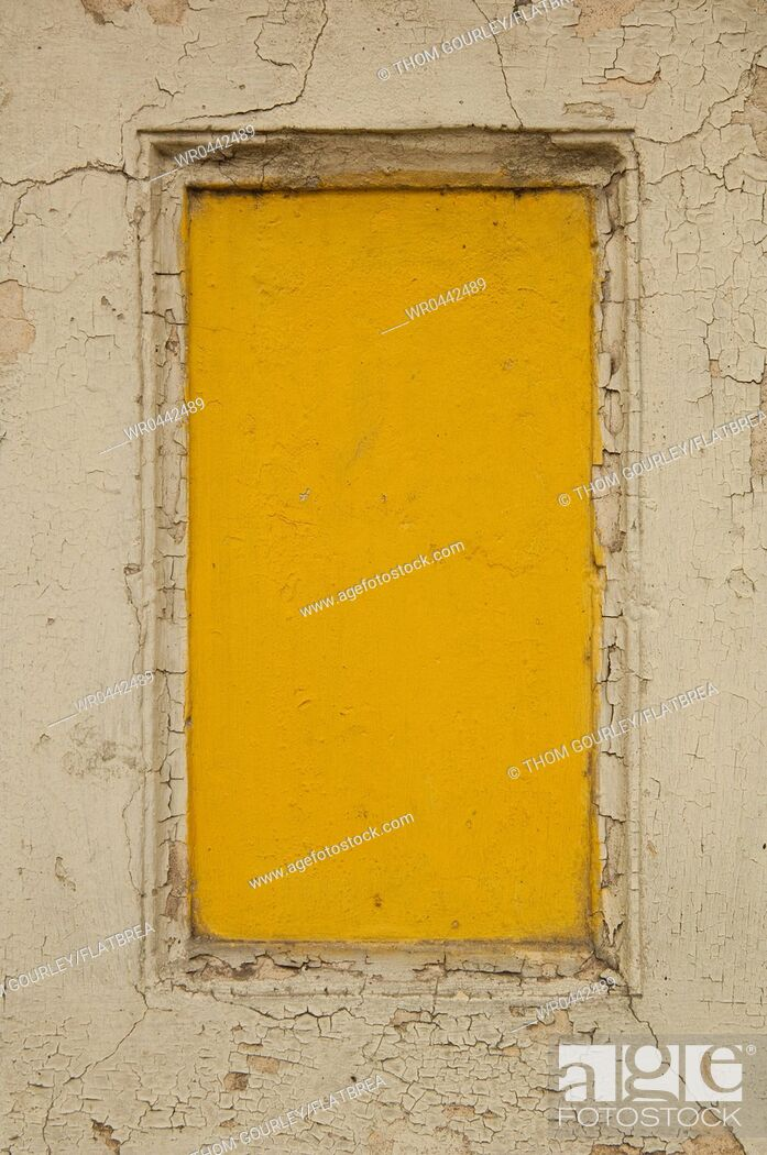 Imagen: Yellow Boarded Up Window.