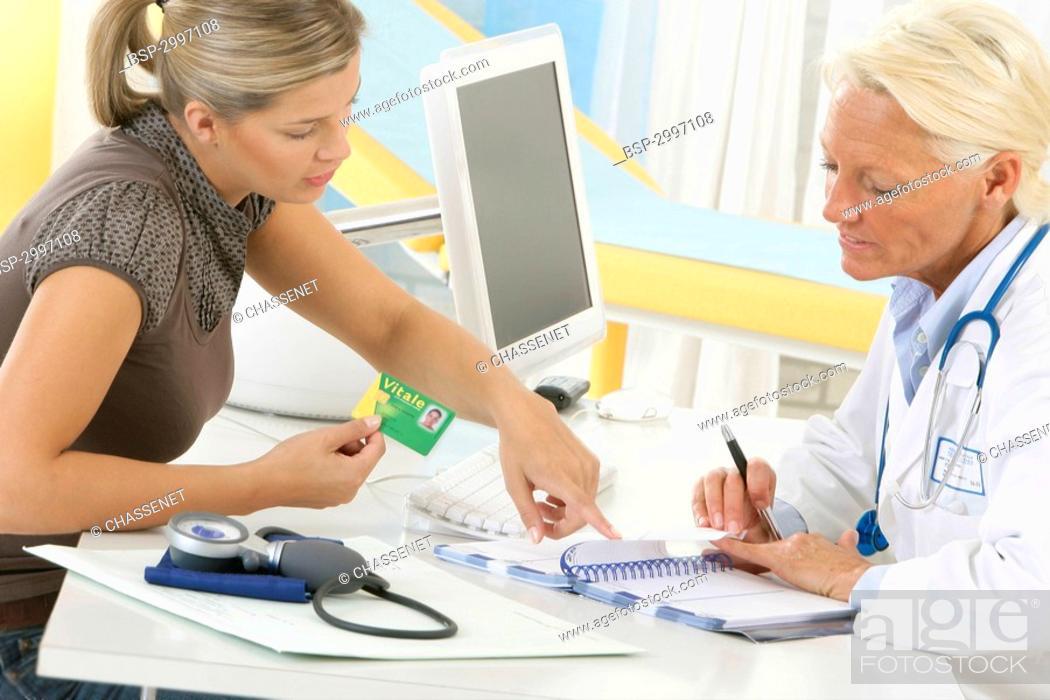 Stock Photo: WOMAN AT HOSPITAL CONSULTATION Models.