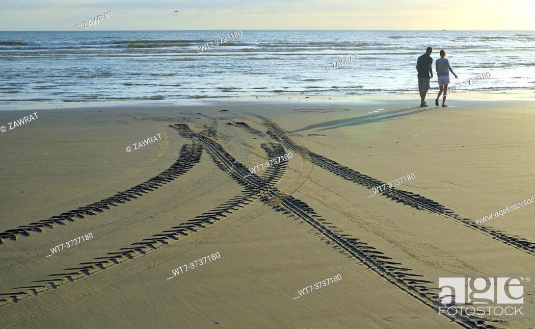 Stock Photo: Peolple on the beach.