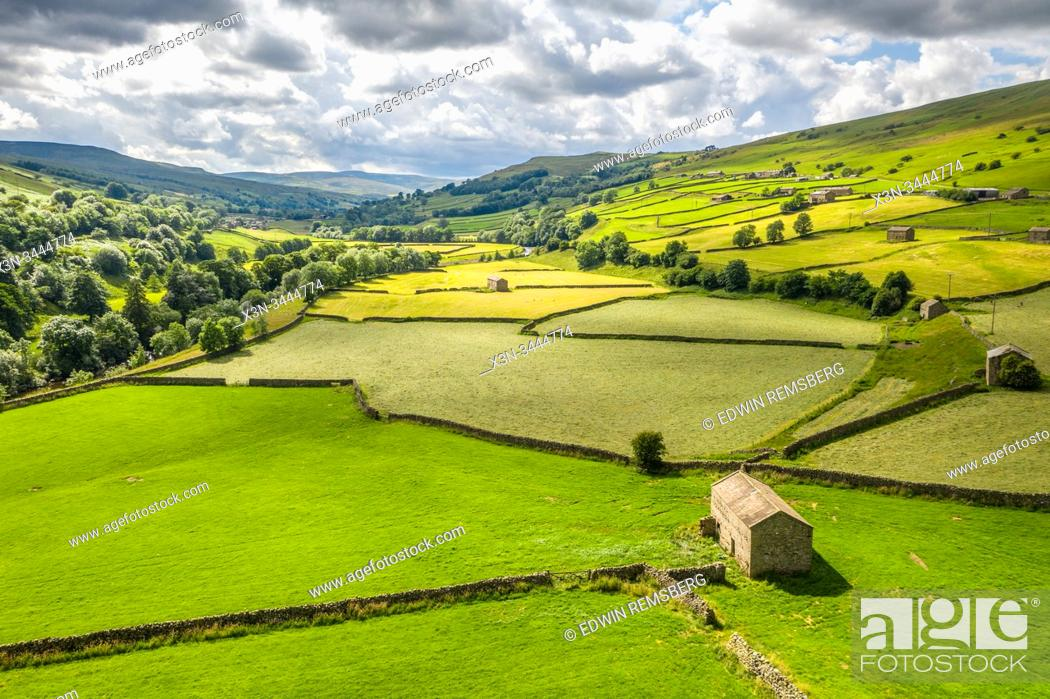 Stock Photo: The lush green countryside of Swaledale, Yorkshire, UK.