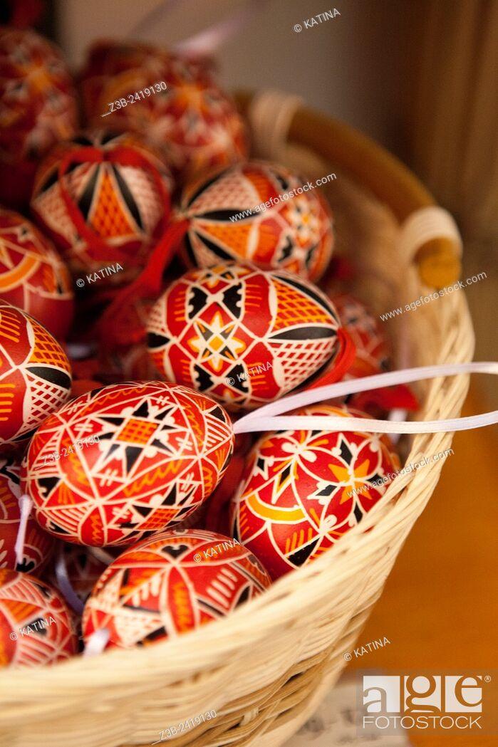 Imagen: Handpainted Czech Easter Eggs, (Czech: Kraslice), a holiday tradition in Prague, Czech Republic, Europe.