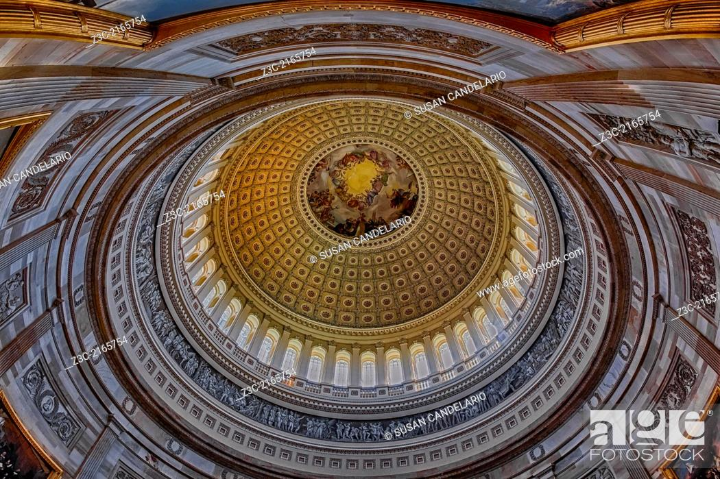 Imagen: An interior view to the rotunda of the US Capitol. The rotunda is located below the Capitol dome. It's neoclassical architecture style makes the rotunda very.