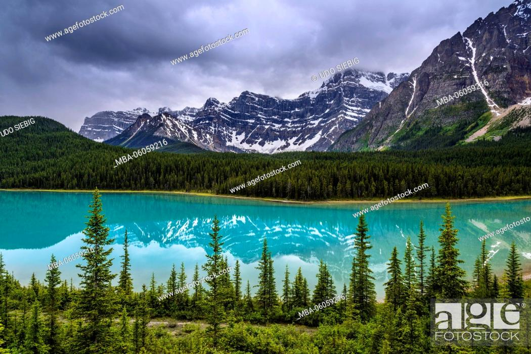 Stock Photo: Canada, Alberta, Banff National Park, Lake Louise, Icefields Parkway, Waterfowl Lakes.