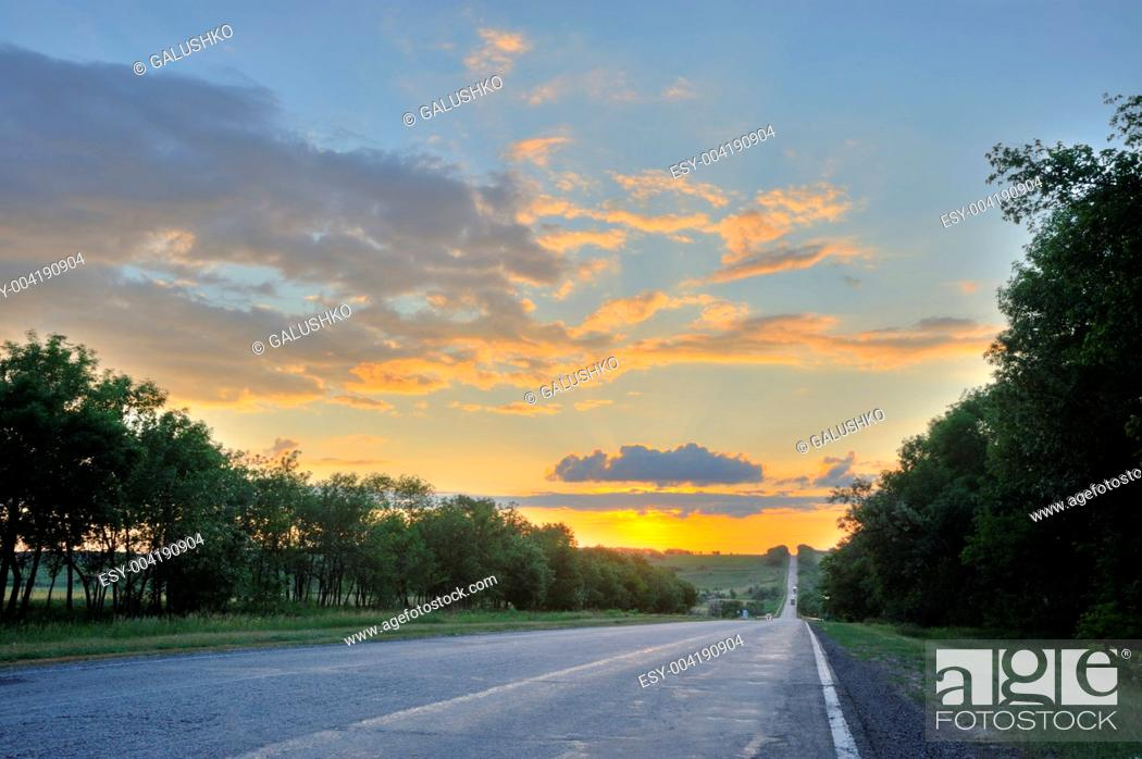 Imagen: Road and sunset.
