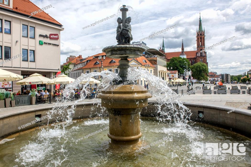 Imagen: A tiered outdoor fountain in Bialystok, Poland.