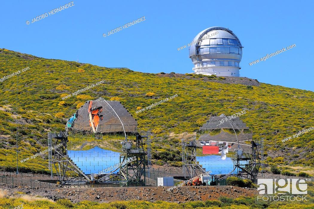 Photo de stock: Astronomical observatory. Roque de los Muchachos. Caldera de Taburiente National Park. La Palma. Canary Islands. Spain.