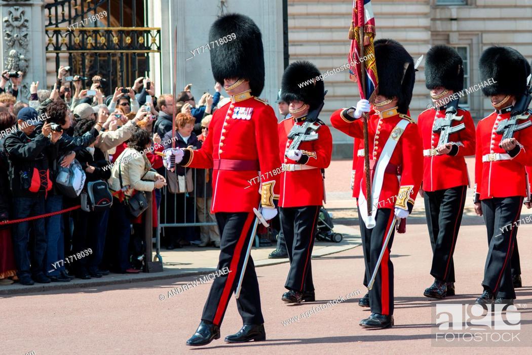 Stock Photo: Changing of the guard at Buckingham palace  London  UK.