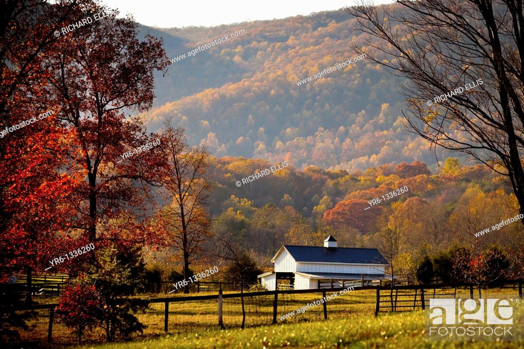 Stock Photo: Autumn colors and barn Virginia.