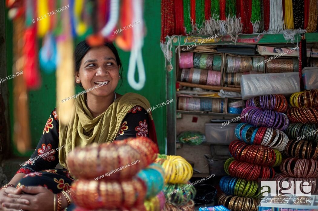Photo de stock: A bangle stall in Patan, an historical part of Kathmandu, Nepal, Asia.