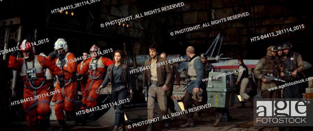 "Imagen: """"""Rogue One: A Star Wars Story"""" (2016) L to R: (Felicity Jones) & (Diego Luna)."