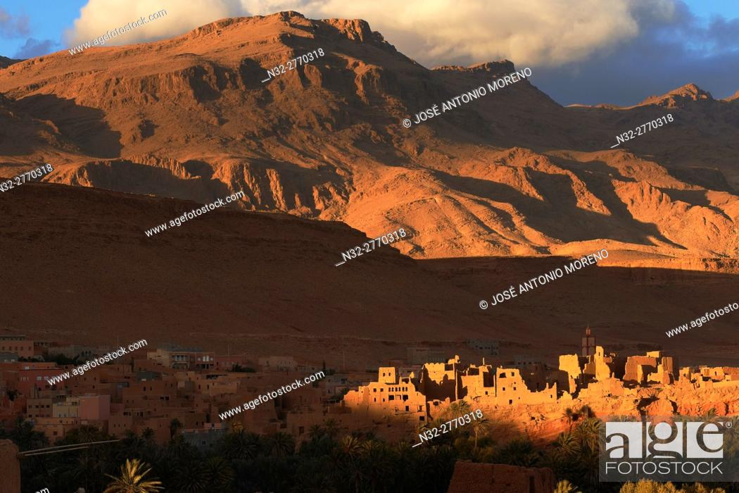 Stock Photo: Tinerhir, Tineghir, Tinghi, Todra valley, Todra Gorges, Oasis, landscape, Old Kasbah, Morocco, North Africa.