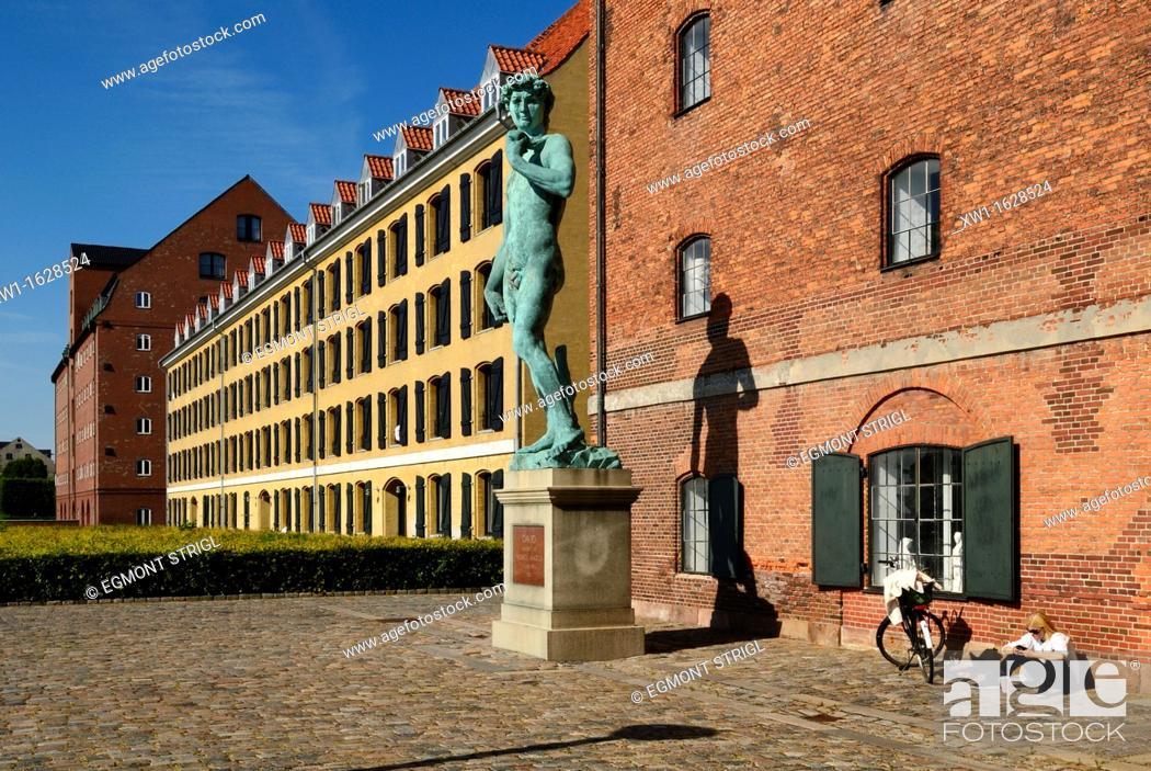 Imagen: waterfront buildings at Amaliehavn, Copenhagen, Danmark, Scandinavia, Europe.