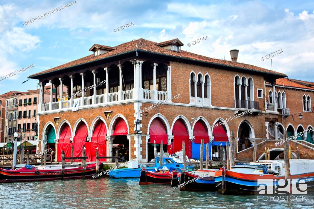 Photo de stock: Boats moored in a canal, Venice, Veneto, Italy.