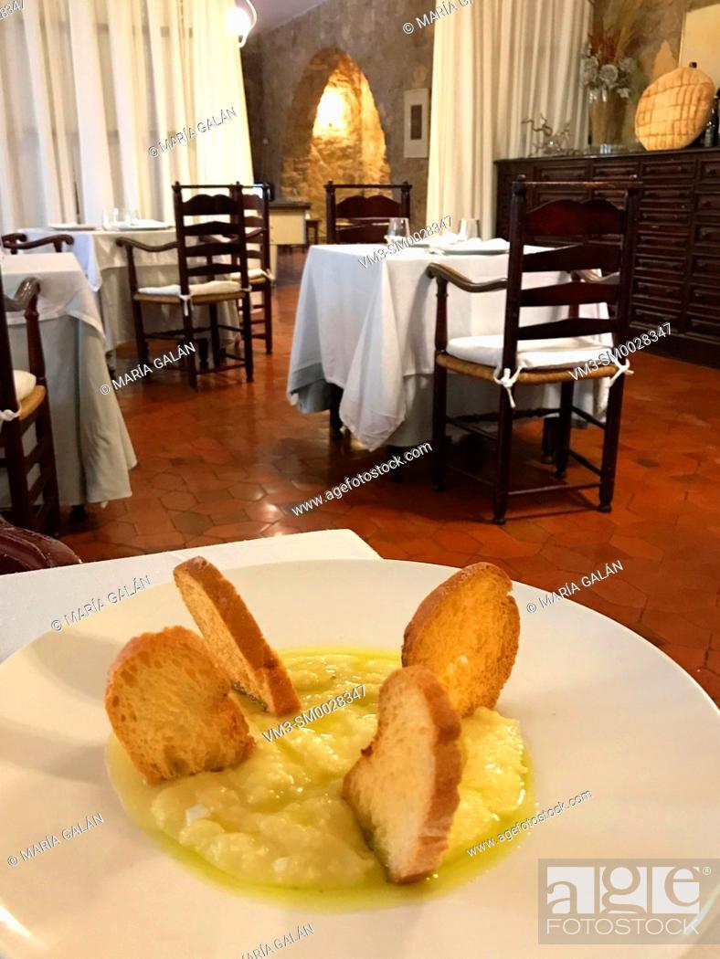 Photo de stock: Ajoarriero serving. Cuenca, Spain.