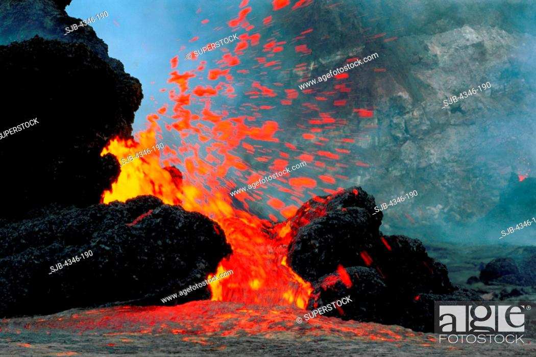 Imagen: Lava Erupting From Spatter Cones within Pu'u O'o Vent.